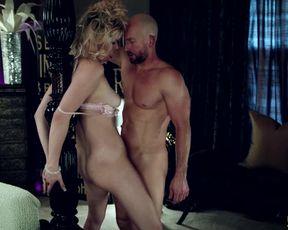 Грудастая блондинка в спальне жестко трахается с мужиком